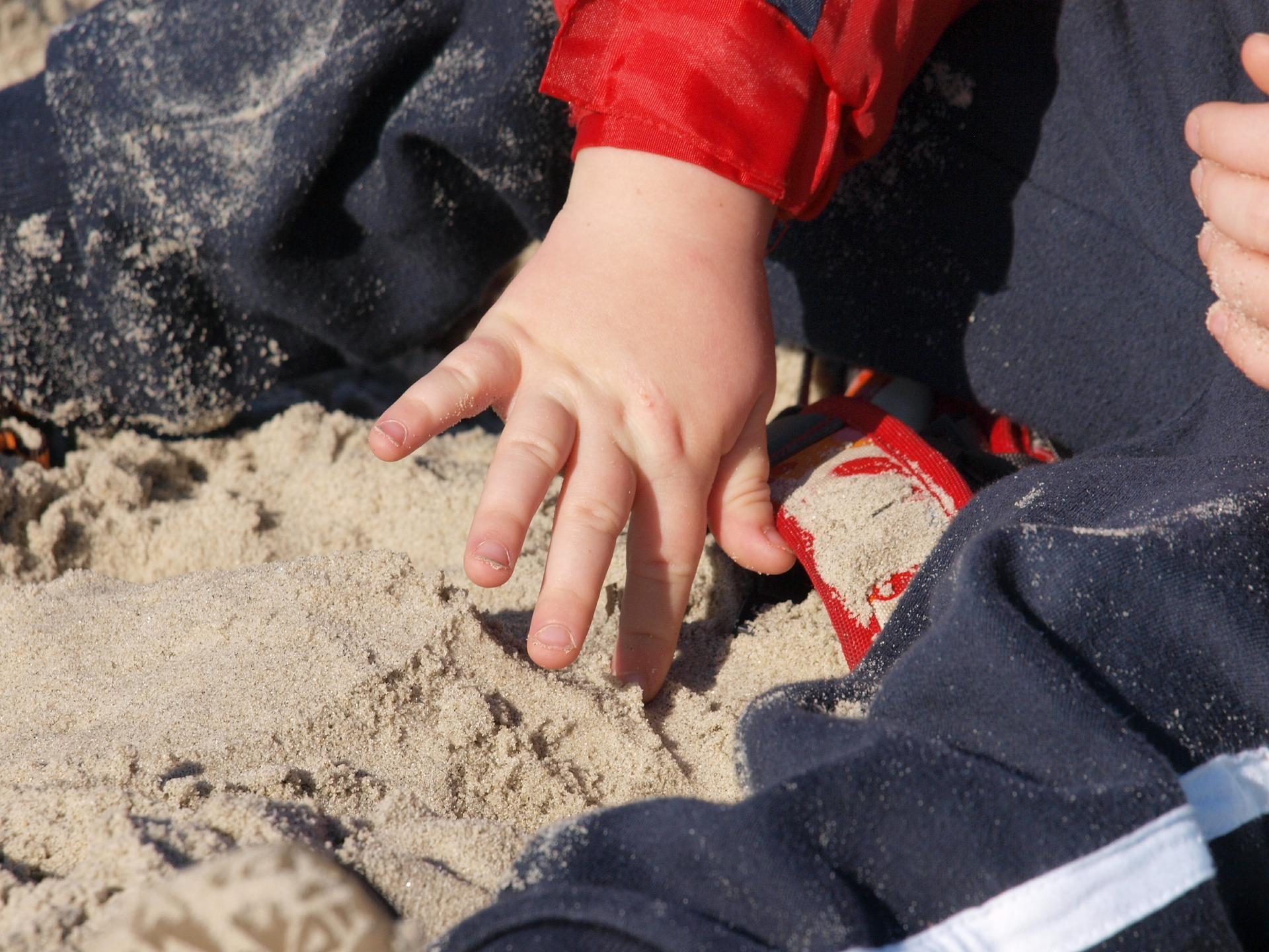 Welcher Sand kommt in den Sandkasten?